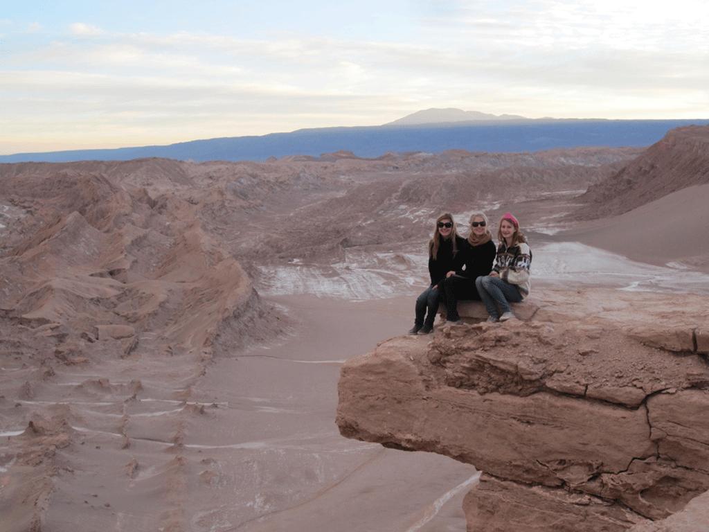 Drei Schülerinnen in Chile